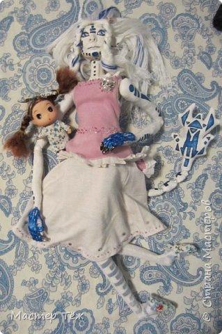 Сегодня я вам покажу ещё одну куклу с множеством костюмов. Фото будет предостаточно! Это Вильф - белокожий демон. Нет, не альбинос. Он весьма молод, что заметно по взгляду. фото 53