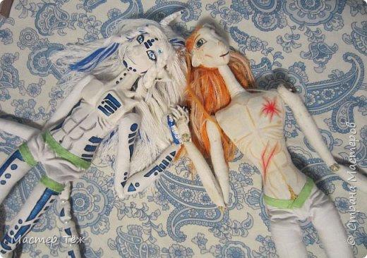 Сегодня я вам покажу ещё одну куклу с множеством костюмов. Фото будет предостаточно! Это Вильф - белокожий демон. Нет, не альбинос. Он весьма молод, что заметно по взгляду. фото 64