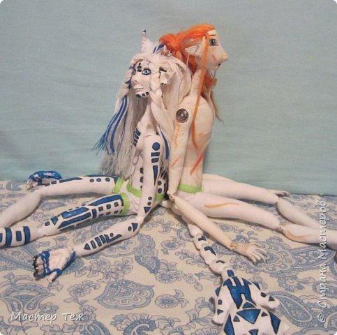 Сегодня я вам покажу ещё одну куклу с множеством костюмов. Фото будет предостаточно! Это Вильф - белокожий демон. Нет, не альбинос. Он весьма молод, что заметно по взгляду. фото 65