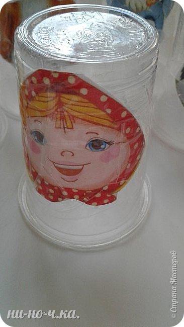 """Здравствуйте, дорогие мастерицы. Сегодня я решила поделиться с вами своим самодельным кукольным театром. Так как моя воспитанница малявочка, ей всего 1 годик и она все тянет в ротик, я решила сделать ткатр из одноразовых пластиковых стаканчиков, купленных в """" Ашане"""". Скачала с интернета личики героев сказок и приклеила прозрачным скотчем к стаканчикам, обмотав вкруговую, чтобы не слетели и не размокли, такие стаканчики уже опробованы воспитанницей и не опасны, и очень ей нравится , когда я показываю и рассказываю сказки. фото 2"""