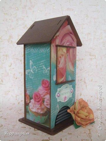 Здравствуйте!Показываю вам очередной домик для чайных пакетиков,на этот раз со ставнями.  фото 3