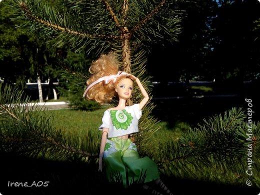 Всем привет! Представляю вам свою работу на конкурс «Мисс Июнь»! Давайте знакомиться! Эту девушку зовут Эмилия. Ей 17 лет. Она романтична, ранима и наивна, но не хочет признавать это. Верит в знаки свыше и гороскопы. В этом году закончила школу, хочет стать архитектором. Серьезно занималась танцами, в детстве мечтала стать балериной, но не вышло. Несмотря на ее открытость и дружелюбие, друзей у нее почти нет. Возможно, потому что она предпочитает одиночество, а в толпе чувствует себя неуютно.  фото 15