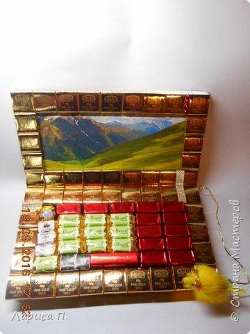 Ноутбук на коробке конфет фото 1