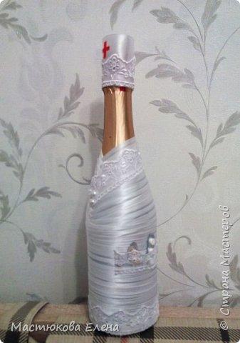 Оригинально оплетенная атласными лентами бутылок, станет отличным подарком на любой праздник. фото 5