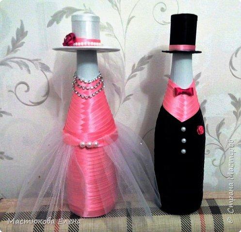 Оригинально оплетенная атласными лентами бутылок, станет отличным подарком на любой праздник. фото 1