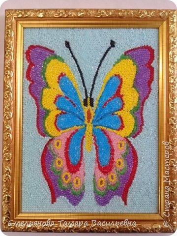 """Анфилофьева Оксана, ученица 5 """"А"""" класса, 11 лет выложила бисером бабочку. фото 1"""