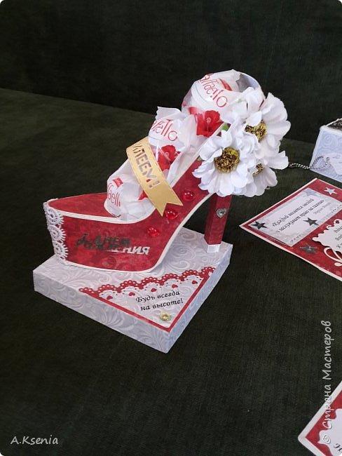 Всем привет! Сегодня хочу поделиться с Вами коробочками, которые у меня получились на заказ ко дню свадьбы и на день рождения. Одна из коробочек выполнена в красно-серой цветовой гамме и имеет размер 14х14 см. Вот и она... фото 4