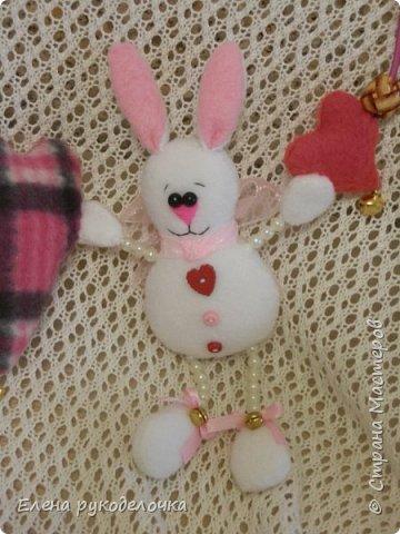 Сделала подарки для маленькой девочки. Растяжка на коляску с бубенчиками. фото 3