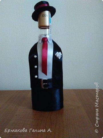 Доброго всем дня!Решила показать свои бутылочки .Эта бутылочка из последних работ.Дама задумывалась как танцовщица кабаре,надеюсь задумка удалась. фото 2