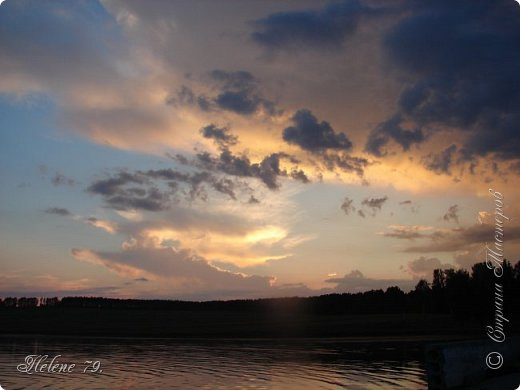 Когда настанет вечер ясный, Люблю на берегу пруда Смотреть, как гаснет день прекрасный И загорается звезда, Как ласточка, неуловимо По лону вод скользя крылом, Несется быстро, быстро мимо — И исчезает... Смутным сном Тогда душа полна бывает — Ей как-то грустно и легко, Воспоминанье увлекает Ее куда-то далеко. Мне грезятся иные годы, Такой же вечер у пруда, И тихо дремлющие воды, И одинокая звезда, И ласточка — и все, что было, Что сладко сердце разбудило И промелькнуло навсегда.  (Н.П.Огарёв, 1841)   фото 1
