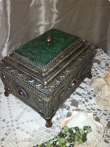 Мой первый ларец. Материалы: картон,кружева, искусственные камушки,мебельная фурнитура. Размеры ларца 22х1616см. фото 2
