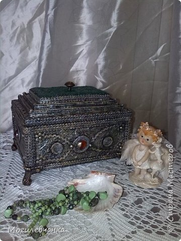 Мой первый ларец. Материалы: картон,кружева, искусственные камушки,мебельная фурнитура. Размеры ларца 22х1616см. фото 1