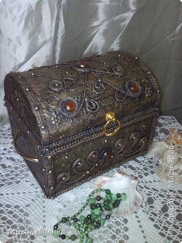 Мой первый ларец. Материалы: картон,кружева, искусственные камушки,мебельная фурнитура. Размеры ларца 22х1616см. фото 6