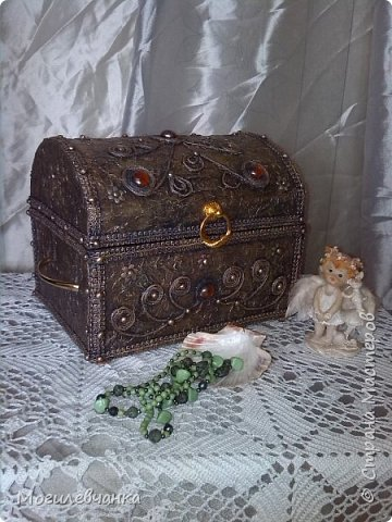 Мой первый ларец. Материалы: картон,кружева, искусственные камушки,мебельная фурнитура. Размеры ларца 22х1616см. фото 4