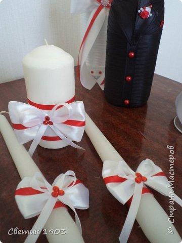 Здравствуйте, дорогие друзья! Очень рада видеть Вас всех у себя в гостях! Свадебная пора в разгаре, еще один свадебный набор будет радовать молодых и украшать свадебный стол. В этом году у нас очень много свадеб в красно-белом цвете, за весну я сделала таких уже 4 комплекта.  фото 7
