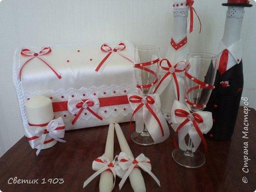 Здравствуйте, дорогие друзья! Очень рада видеть Вас всех у себя в гостях! Свадебная пора в разгаре, еще один свадебный набор будет радовать молодых и украшать свадебный стол. В этом году у нас очень много свадеб в красно-белом цвете, за весну я сделала таких уже 4 комплекта.  фото 8