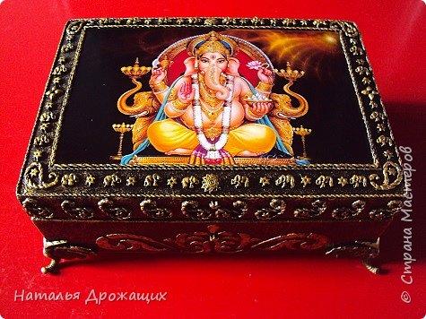 Старенькую шкатулку решила реставрировать, посвятила её индийскому божеству Ганеша. фото 1