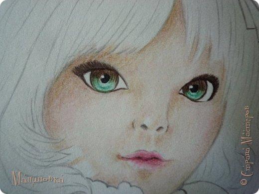 Добрый вечер!  Сегодня я покажу вам, как нарисовать Алису из сказки Льюиса Кэрролла. Нам нужны: простой карандаш, ластик, цветные карандаши (у меня 24 цвета), коричневая, черная и зеленая ручки, белый линер (белая ручка). Ну и, естественно, бумага, на которой вы будете рисовать... фото 48