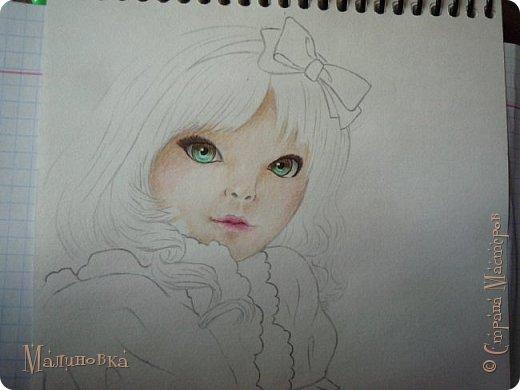 Добрый вечер!  Сегодня я покажу вам, как нарисовать Алису из сказки Льюиса Кэрролла. Нам нужны: простой карандаш, ластик, цветные карандаши (у меня 24 цвета), коричневая, черная и зеленая ручки, белый линер (белая ручка). Ну и, естественно, бумага, на которой вы будете рисовать... фото 50