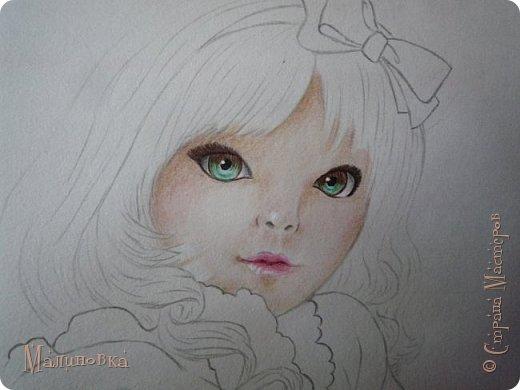 Добрый вечер!  Сегодня я покажу вам, как нарисовать Алису из сказки Льюиса Кэрролла. Нам нужны: простой карандаш, ластик, цветные карандаши (у меня 24 цвета), коричневая, черная и зеленая ручки, белый линер (белая ручка). Ну и, естественно, бумага, на которой вы будете рисовать... фото 51