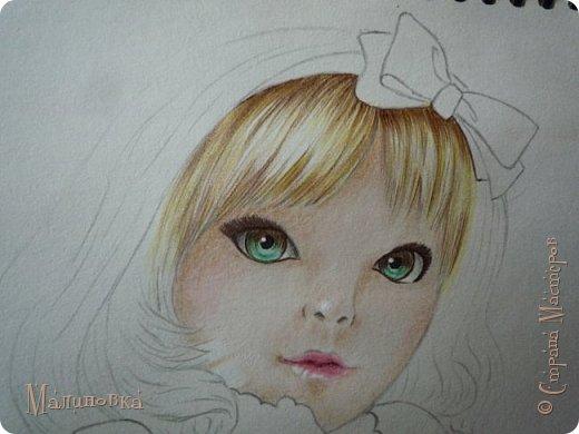 Добрый вечер!  Сегодня я покажу вам, как нарисовать Алису из сказки Льюиса Кэрролла. Нам нужны: простой карандаш, ластик, цветные карандаши (у меня 24 цвета), коричневая, черная и зеленая ручки, белый линер (белая ручка). Ну и, естественно, бумага, на которой вы будете рисовать... фото 55