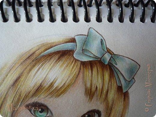 Добрый вечер!  Сегодня я покажу вам, как нарисовать Алису из сказки Льюиса Кэрролла. Нам нужны: простой карандаш, ластик, цветные карандаши (у меня 24 цвета), коричневая, черная и зеленая ручки, белый линер (белая ручка). Ну и, естественно, бумага, на которой вы будете рисовать... фото 62