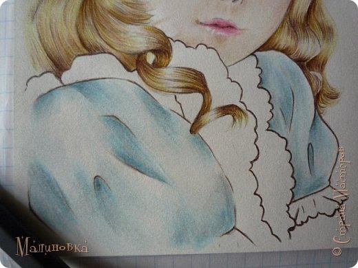 Добрый вечер!  Сегодня я покажу вам, как нарисовать Алису из сказки Льюиса Кэрролла. Нам нужны: простой карандаш, ластик, цветные карандаши (у меня 24 цвета), коричневая, черная и зеленая ручки, белый линер (белая ручка). Ну и, естественно, бумага, на которой вы будете рисовать... фото 63