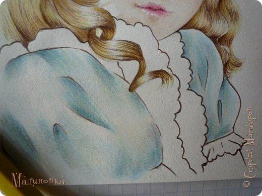 Добрый вечер!  Сегодня я покажу вам, как нарисовать Алису из сказки Льюиса Кэрролла. Нам нужны: простой карандаш, ластик, цветные карандаши (у меня 24 цвета), коричневая, черная и зеленая ручки, белый линер (белая ручка). Ну и, естественно, бумага, на которой вы будете рисовать... фото 64