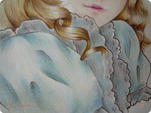 Добрый вечер!  Сегодня я покажу вам, как нарисовать Алису из сказки Льюиса Кэрролла. Нам нужны: простой карандаш, ластик, цветные карандаши (у меня 24 цвета), коричневая, черная и зеленая ручки, белый линер (белая ручка). Ну и, естественно, бумага, на которой вы будете рисовать... фото 66