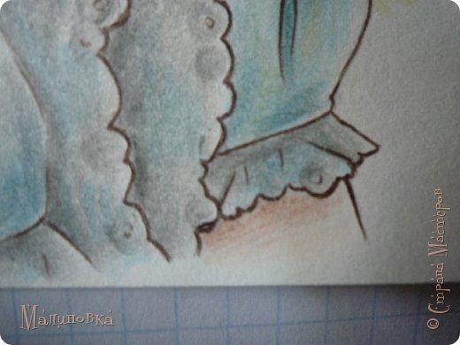 Добрый вечер!  Сегодня я покажу вам, как нарисовать Алису из сказки Льюиса Кэрролла. Нам нужны: простой карандаш, ластик, цветные карандаши (у меня 24 цвета), коричневая, черная и зеленая ручки, белый линер (белая ручка). Ну и, естественно, бумага, на которой вы будете рисовать... фото 67