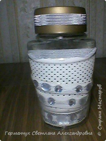 Ранее я  ламинировала  баночку  пластиковой  бутылкой.Смотрите МК  http://stranamasterov.ru/node/1100353 А теперь решила  использовать   искусственную  кожу.Вот что вышло. .Это  при  освещении искусственном. фото 11