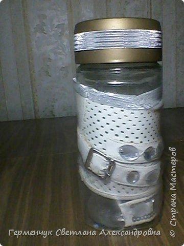 Ранее я  ламинировала  баночку  пластиковой  бутылкой.Смотрите МК  http://stranamasterov.ru/node/1100353 А теперь решила  использовать   искусственную  кожу.Вот что вышло. .Это  при  освещении искусственном. фото 12