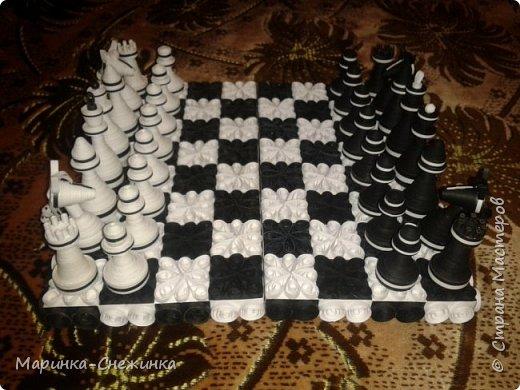 Играла как-то в шахматы и подумала, а почему бы не сделать бумажные) Вот результат. Получились шахматы классические (чёрно-белые). фото 1