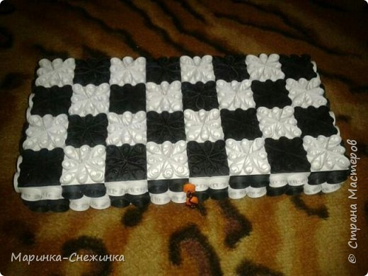 Играла как-то в шахматы и подумала, а почему бы не сделать бумажные) Вот результат. Получились шахматы классические (чёрно-белые). фото 2