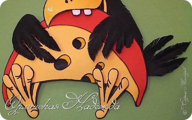Дорогие мои мастера и мастерицы, у меня опять ворона! :))) Нужно же было посмотреть, что там в посылочке.... Довольна-я-я-я!!! Пока нет лисы, надо быстренько съесть.... или подумать ещё.... лису то ох как подразнить хочется! :))) Много ли для счастья надо? Чтобы сыр был рядом! :))) Вот стараюсь закончить побыстрее все хвосты что остались, едут внуки в гости, поэтому будет не до баловства. Самое тяжёлое - это углубить рамочку, всё выпилить, чтобы было ровненько, собрать воедино всё и убрать подальше, а то юные художники сразу же захотят что-нибудь исправить...:))), или добавить...:))) Это я план перевыполнила подряд пять работ сделала, теперь последнюю не знаю успею ли закончить и будет перерыв, наверное большой, ещё не знаю как получится. фото 5