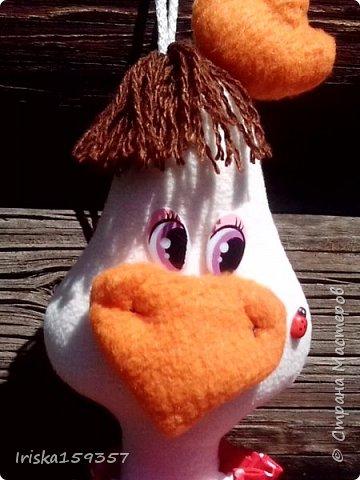 Прознали в нашем поселке, что я шью игрушки, и вот заказали сшить какую-нибудь игрушку на кухню. И получилась у меня курица-пакетница. Сшита из флиса, бязи и ситца. фото 1