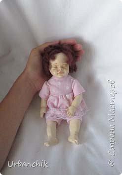 Малышей лепила по МК Юлинка1 Арина, 24см. Тело мяконабивное,руки до локтей, ноги до колен, голова из самоотвердевающего пластика. фото 2