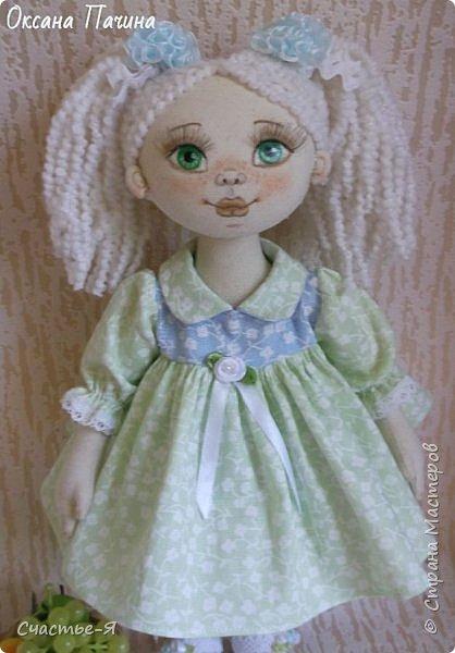Привет Страна!) Сегодня у меня вот такая девочка- Леночка-пеночка . Кукла текстильная , выкройка моя .Внутреннее пуговичное крепление ручек , ножки тоже на пуговичном креплении , ножки сгибаются в коленочках.  фото 4