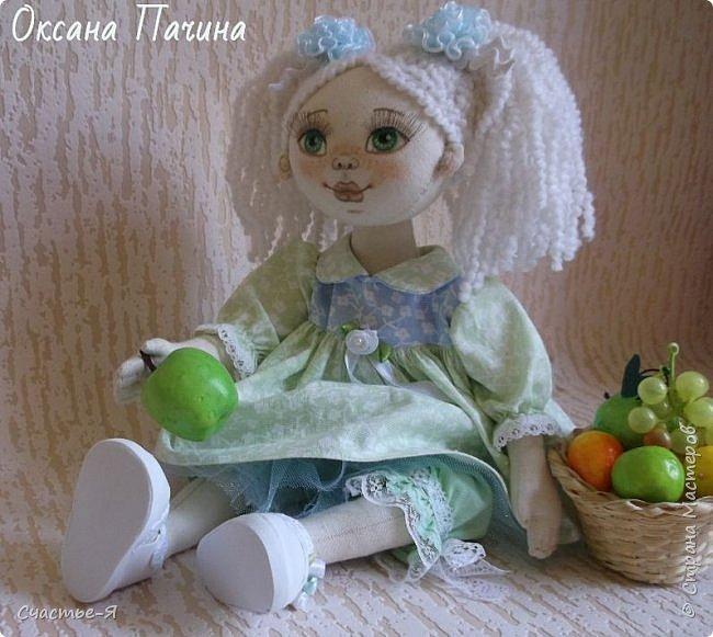 Привет Страна!) Сегодня у меня вот такая девочка- Леночка-пеночка . Кукла текстильная , выкройка моя .Внутреннее пуговичное крепление ручек , ножки тоже на пуговичном креплении , ножки сгибаются в коленочках.  фото 1
