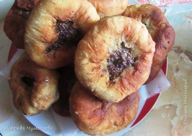 Ели ли вы пирожки с сырой картошкой, жаренные на масле? Уже много лет в нашей семье пирожки с толчёнкой не любит никто, уж очень они пресны, особенно без добавок.  фото 5