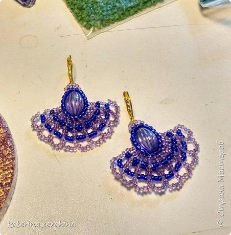 Когда плету ожерелье, обязательно делаю и серёжки. Но иногда мастерю их и просто так, без комплекта. фото 4