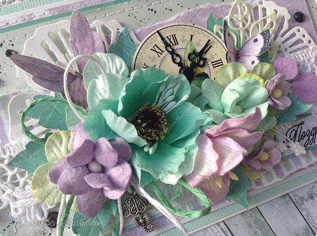 Приветствую всех, кого заинтересовали мои открыточки. Решила показать ещё две цветочных, которые я делала в рамках одного из совместных проектов.  Первая - в мятно-сиреневых тонах. Одна из моих любимых цветовых гамм. фото 2