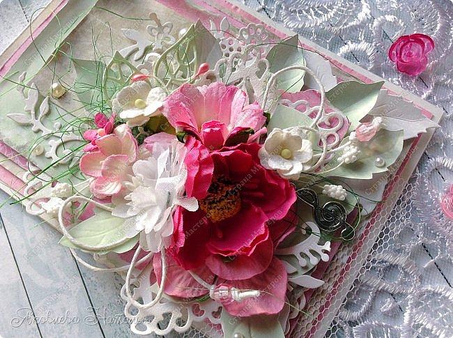 Приветствую всех, кого заинтересовали мои открыточки. Решила показать ещё две цветочных, которые я делала в рамках одного из совместных проектов.  Первая - в мятно-сиреневых тонах. Одна из моих любимых цветовых гамм. фото 6