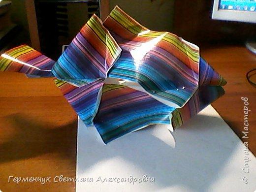 Представляю вашему вниманию  сувенирную объемную рыбку ( оригами) , которую можно использовать как упаковку небольшого подарка .(Увидела в Интернете) фото 19