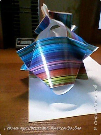 Представляю вашему вниманию  сувенирную объемную рыбку ( оригами) , которую можно использовать как упаковку небольшого подарка .(Увидела в Интернете) фото 20