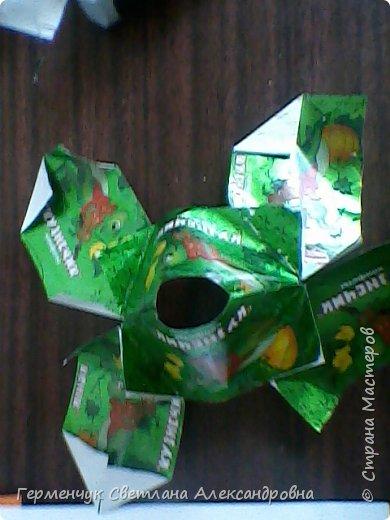 Представляю вашему вниманию  сувенирную объемную рыбку ( оригами) , которую можно использовать как упаковку небольшого подарка .(Увидела в Интернете) фото 4