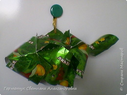 Представляю вашему вниманию  сувенирную объемную рыбку ( оригами) , которую можно использовать как упаковку небольшого подарка .(Увидела в Интернете) фото 7