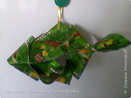 Представляю вашему вниманию  сувенирную объемную рыбку ( оригами) , которую можно использовать как упаковку небольшого подарка .(Увидела в Интернете) фото 1