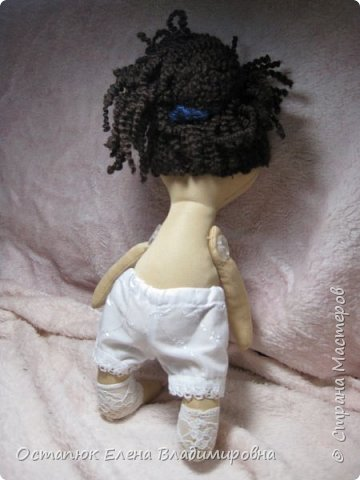 Добрый день, жители страны. Сегодня я с очередной куклой. Сделана она для хорошего человека - классного (от слова КЛАССНЫЙ) руководителя дочери. Учительница ушла в декретный отпуск. Чуть-чуть не успела доучить.  фото 4
