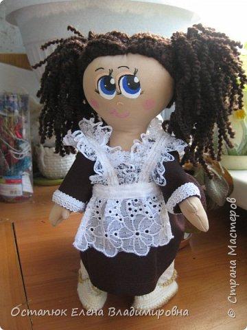 Добрый день, жители страны. Сегодня я с очередной куклой. Сделана она для хорошего человека - классного (от слова КЛАССНЫЙ) руководителя дочери. Учительница ушла в декретный отпуск. Чуть-чуть не успела доучить.  фото 6